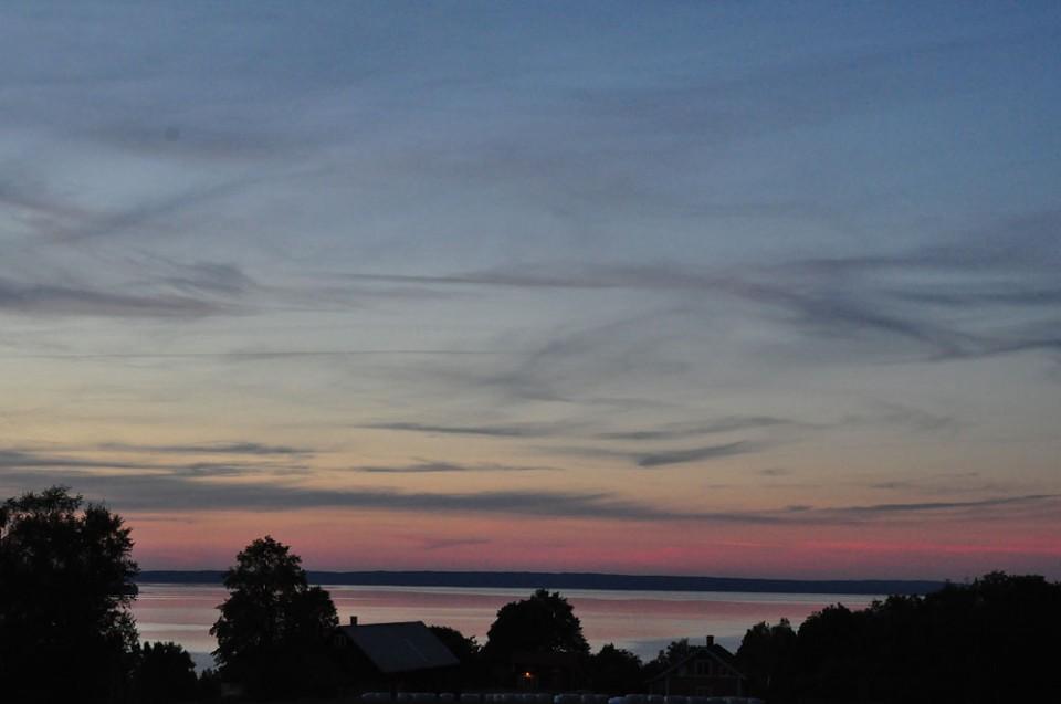 Solnedgång mad färgstark himmel